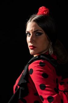 Close-up, flamenca, dançarino, olhando câmera