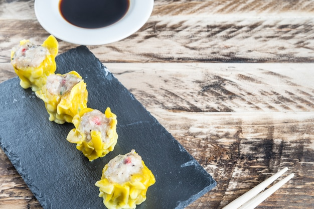 Close-up fumegante frango shumai