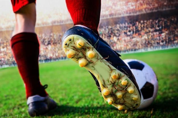 Close-up futebol chutar a bola