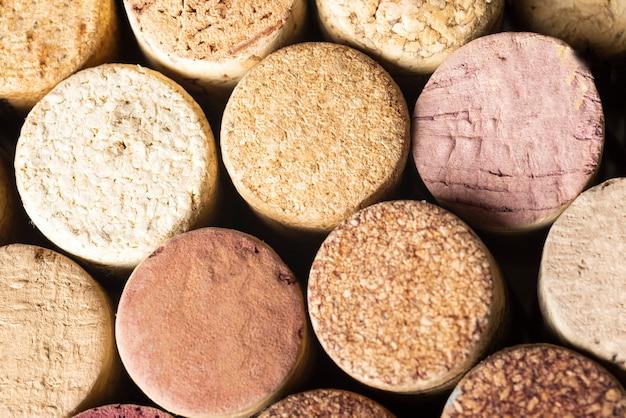 Close-up, garrafa vinho, rolhas, vista superior