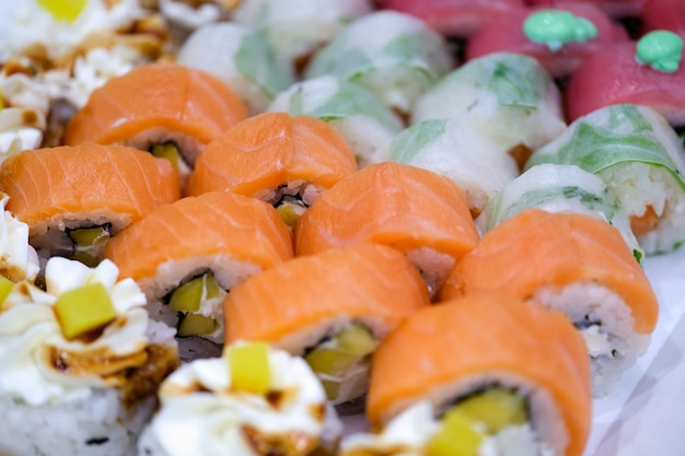 Close-up japonês do conceito de fundo colorido de sushi