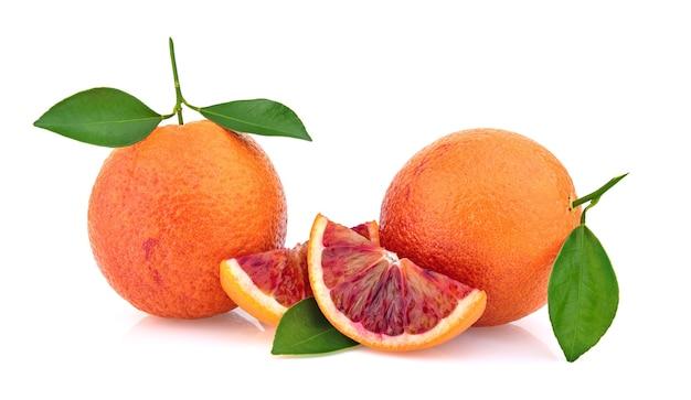 Close-up laranja sangue com folhas
