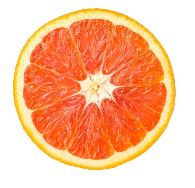 Close up laranja vermelho isolado em um branco