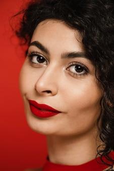 Close-up lindo retrato de mulher negra