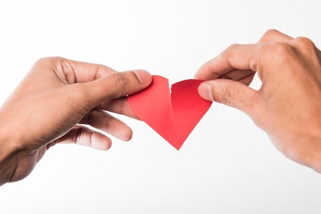 Close-up mãos segurando um coração