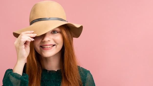 Close-up, menina, desgastar, chapéu bonito