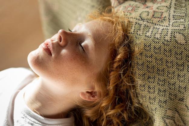 Close-up, mulher, com, olhos fechados