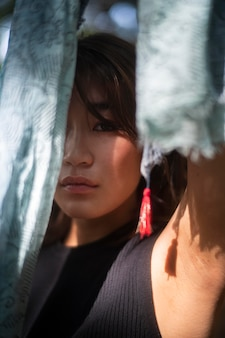 Close-up mulher japonesa modelando