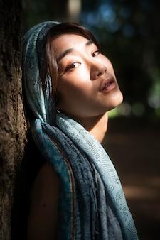 Close-up mulher japonesa posando