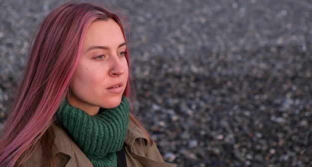 Close-up mulher posando ao ar livre