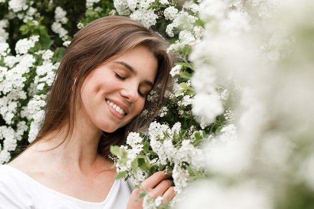 Close-up, mulher segura, flores