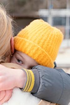 Close-up mulher segurando criança