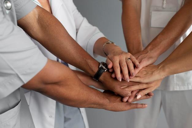 Close-up na equipe de profissionais de saúde