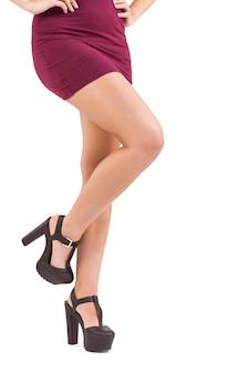 Close-up na mulher levantando a perna