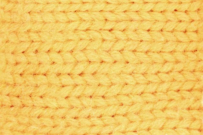 Close-up na textura de malha de lã amarela