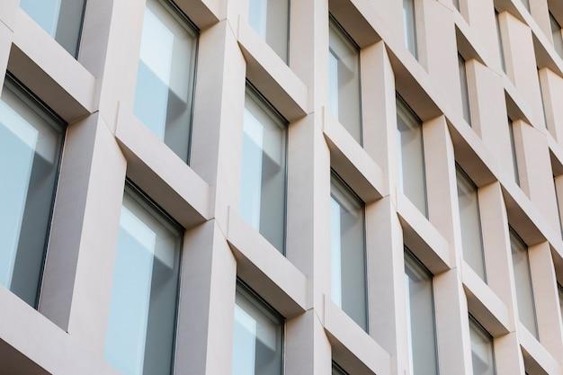 Close-up na textura detalhada do prédio de escritórios