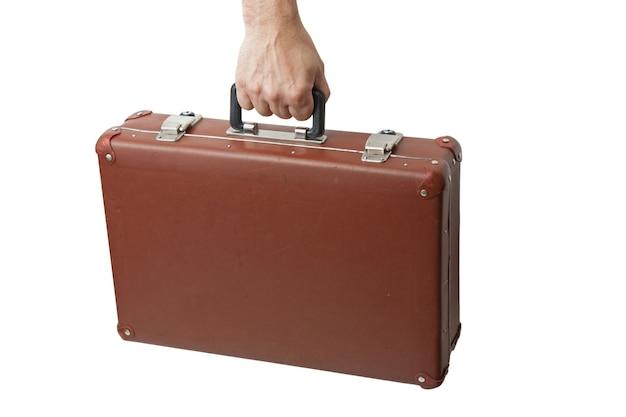 Close-up na velha mala na mão isolada