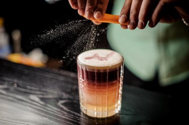 Close-up new york sour cocktail com espuma sem rosto
