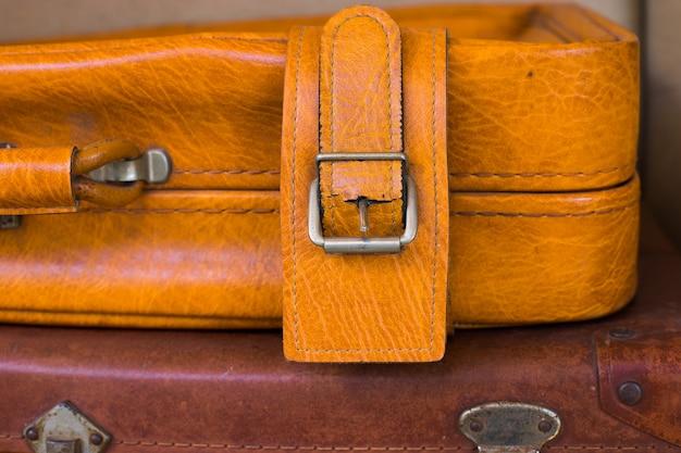Close-up no estojo de couro envelhecido vintage