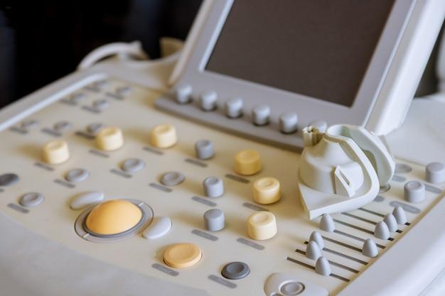 Close up operando a máquina de detalhe da máquina de ultra-som