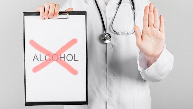 Close-up parar de beber álcool