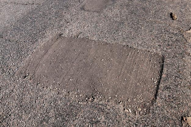 Close-up parte da estrada que foi estragada com o tempo