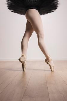 Close-up pernas de ajuste de bailarina