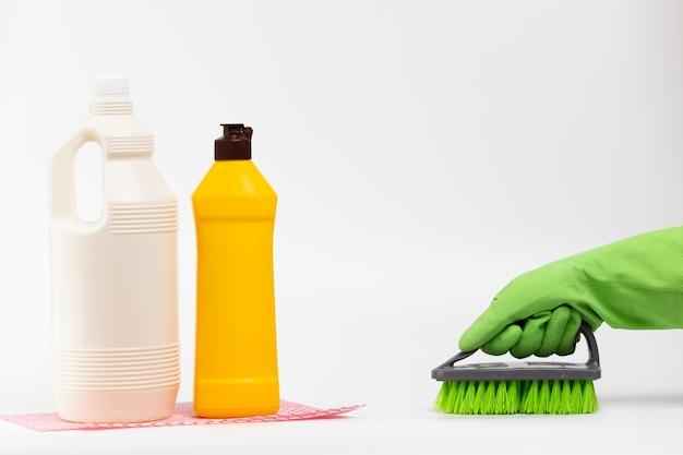 Close-up, pessoa, luva, usando, escova