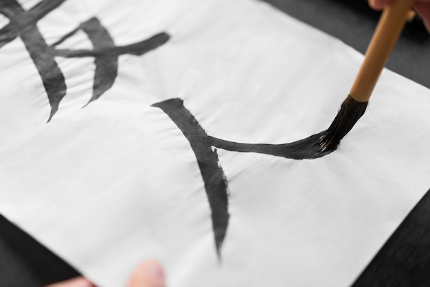 Close-up pincelando em papel Foto Premium