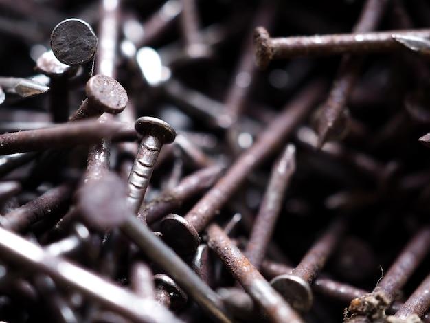 Close-up, quadro cheio, tiro, de, antigas, enferrujado, unhas muitos pregos de aço, textura e padrão