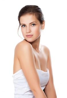 Close-up, retrato, de, bonito, mulher jovem, com, saudável, pele limpa, ligado, um, rosto