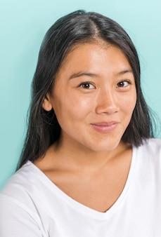 Close-up, retrato, de, mulher sorri