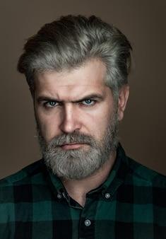 Close-up retrato de um homem muito bonito closeup retrato de um confiante empresário do oriente médio