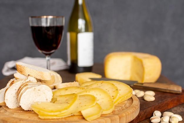 Close-up saborosas fatias de queijo