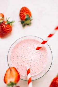 Close-up smoothie de morango em um copo