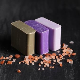 Close-up três tipos de sabão
