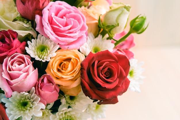 Close-up vaso de rosas buquê, bela flor