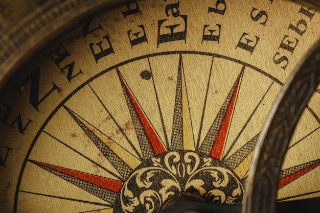 Close-up vista da velha bússola