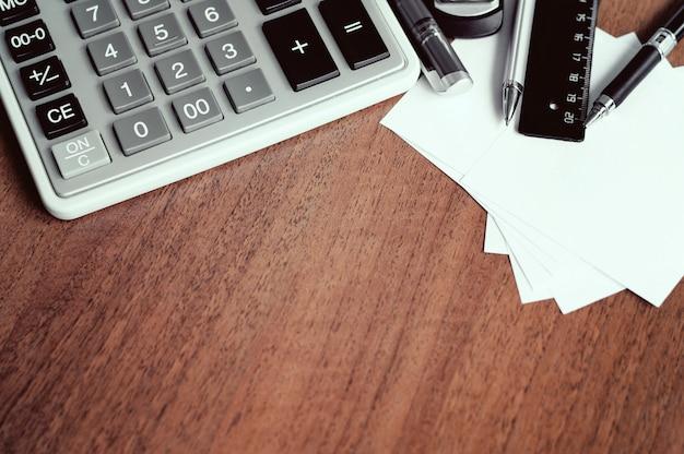 Close-up vista das ferramentas de escritório no local de trabalho