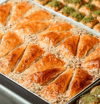 Close-up vista de bolos turcos na bandeja