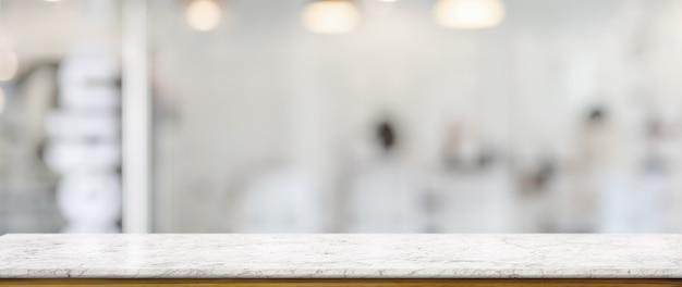 Close-up vista do balcão vazio na divisória de vidro