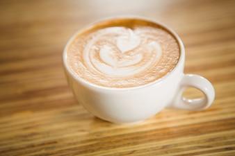 Close-up vista do cappuccino com arte de café
