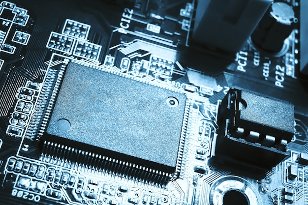 Close-up vista do microchip em branco do processador central do computador para o espaço de cópia circuito da placa-mãe