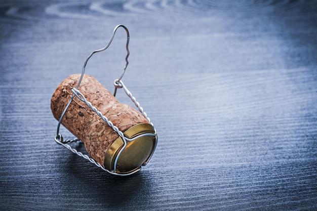 Close-up vista na corck de champanhe com arame