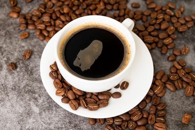 Close-up, xícara café, feijões