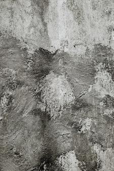 Close vertical de uma parede cinza sob as luzes - legal para