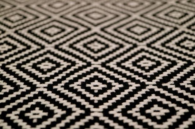 Closeup a textura de tecido preto e branco padrão étnico colorido