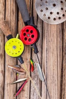 Closeup aparelhos e equipamentos de pesca no gelo