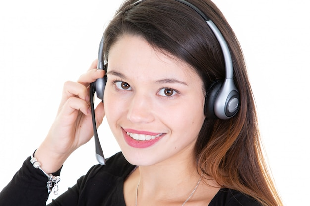 Closeup bonita chamada centro operador jovem mulher sorrindo