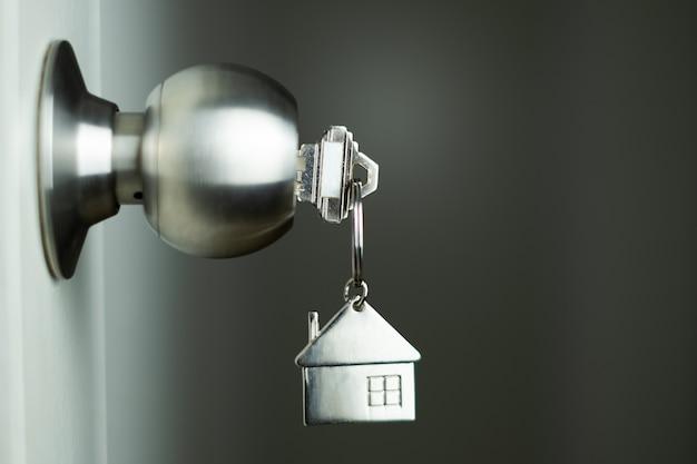 Closeup chave na porta